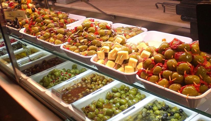 Ein Restaurant arbeitet in den meisten Fällen mit einer geeigneten Station, um die Lebensmittel aufzubewahren und zubereiten